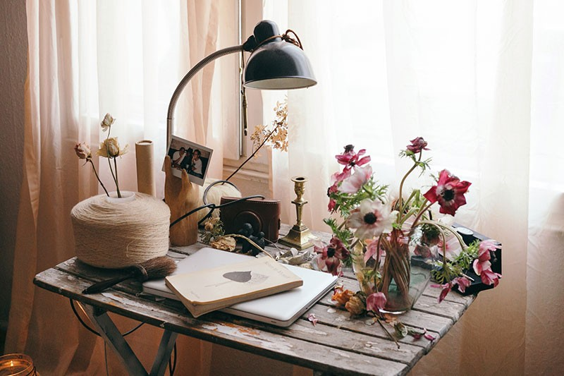 07-poemsandposies-desk
