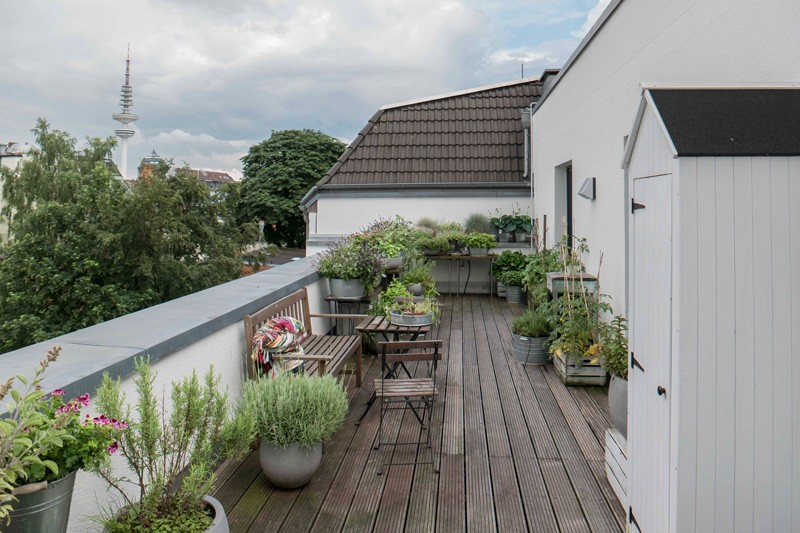 Femtastics-Alexandra-Springer-Tres-Click-Balkon-links-Ausblick