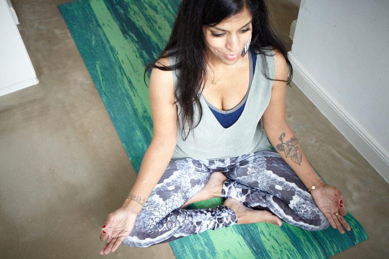 Femtastics-Zahra-Lindenblatt-Yoga-Pose