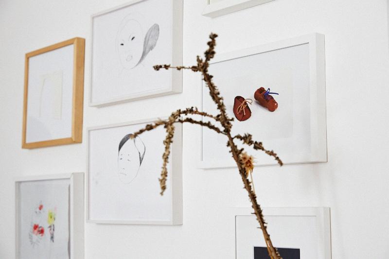 Femtastics-Judith-Springer-Fine-Deodorants-Wohnzimmer-Kunst
