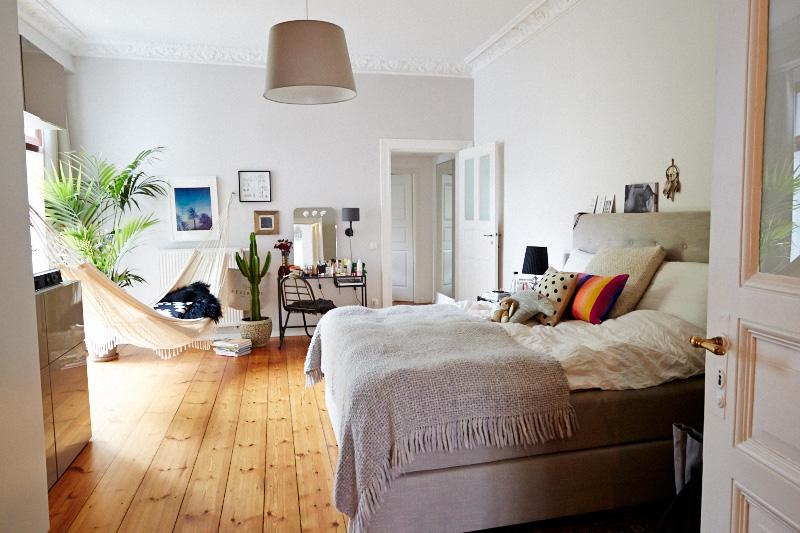 Femtastics-Miriam-Jacks-Schlafzimmer-Totale
