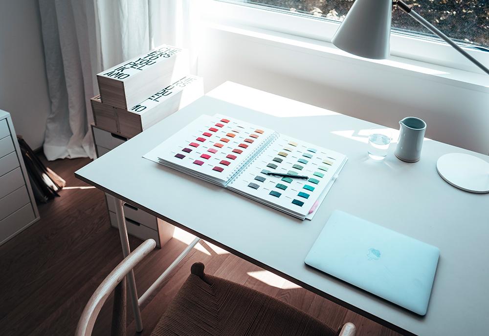 Femtastics-Mia-Vadasz-Schreibtisch