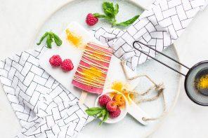 Rezept Himbeer-Popsicles mit weißer Schokolade & Kurkuma
