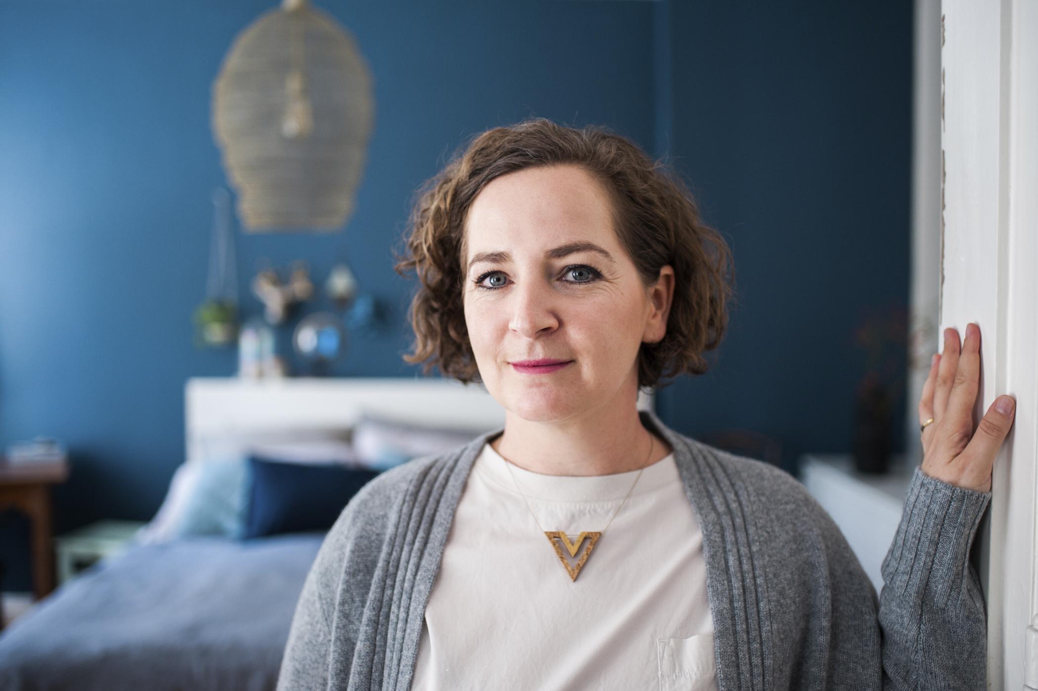 """Verena Marmann hat sich vor zwei Jahren mit ihrem Unternehmen """"Von Innen"""" selbständig gemacht und bietet nun erfolgreich Beratung für die Umgestaltung der eigenen vier Wände an. Credit: Sarah Buth"""
