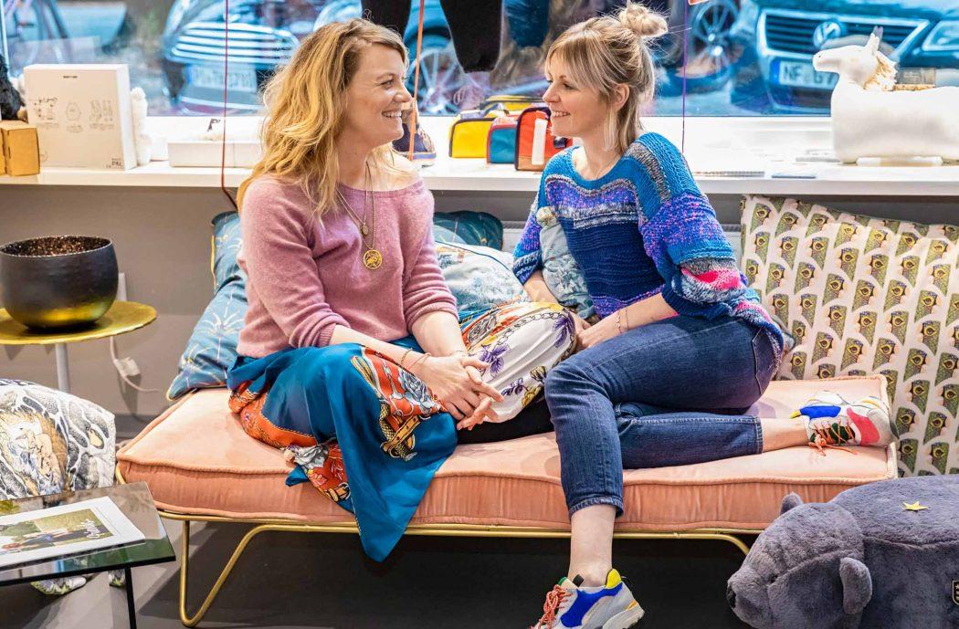 """Henriette und Lara kennen sich schon seit fast 15 Jahren und führen seit kurzem gemeinsam den Kindermodeladen """"My Little Wow"""". Credits: Silje Paul"""