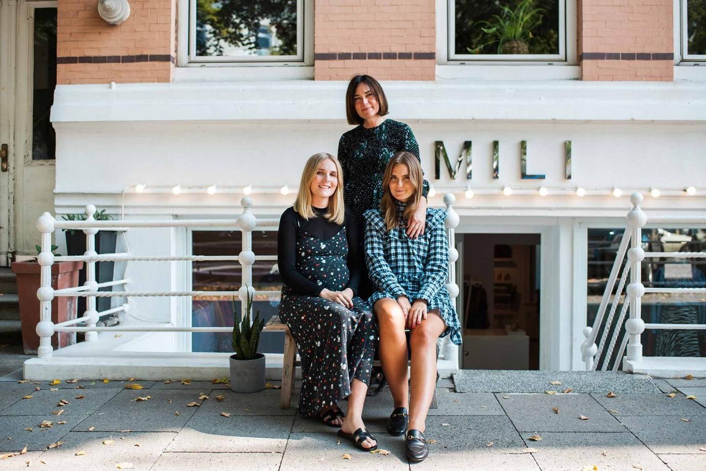 """Die Isländerinnen Frida Björk Tomasdottir und ihre Töchter Sara und Heidi Bjarnadóttir haben vor fast sechs Jahren den skandinavischen Laden """"mili"""" im Hamburger Stadtteil Poppenbüttel eröffnet. Credits: Sarah Buth"""