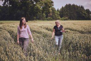 """Hallo, Hofleben: Mit """"Farmmade Munich"""" geben zwei Schwestern Einblicke in ihr nachhaltiges Leben auf dem Land"""